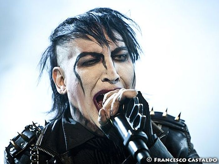 """Marilyn Manson, ora una fotografa: """"Quei giochi sessuali perversi con le fan"""""""