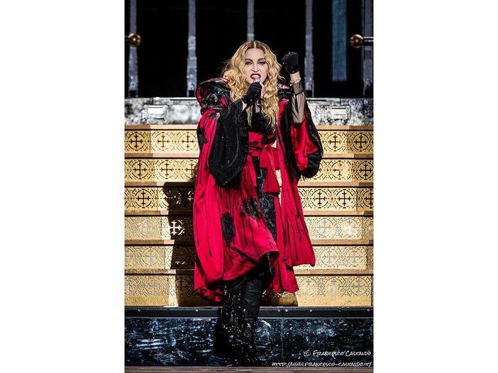 'Give me all your luvin'' di Madonna in Gran Bretagna è un flop