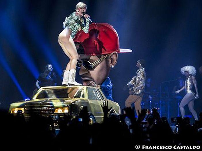 Miley Cyrus senza veli nel video di 'Wrecking ball': guarda