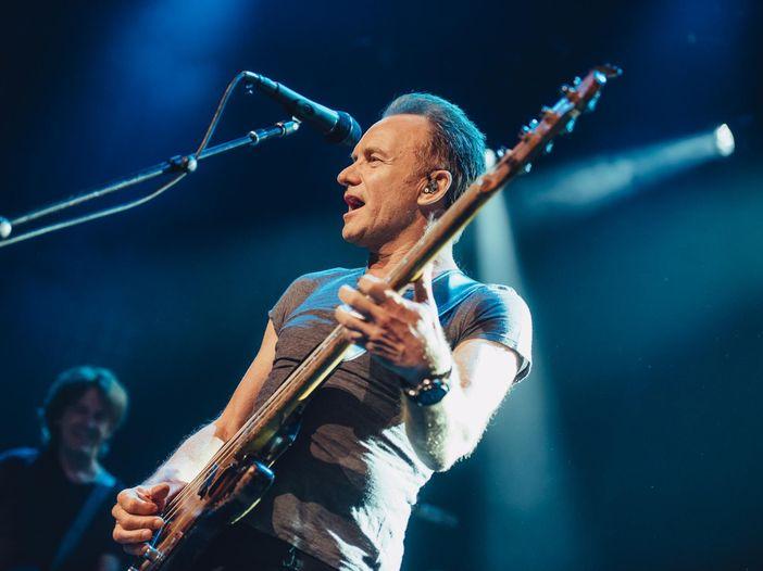 Sting canta Bowie all'evento tributo per il Duca Bianco a L.A. - VIDEO