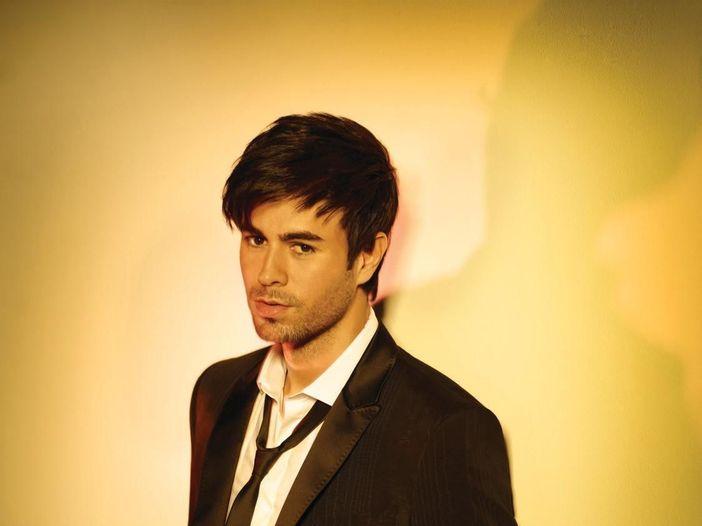 """Enrique Iglesias, in uscita il best """"One"""". Da subito il singolo """"Noche y de dia"""" - VIDEO"""