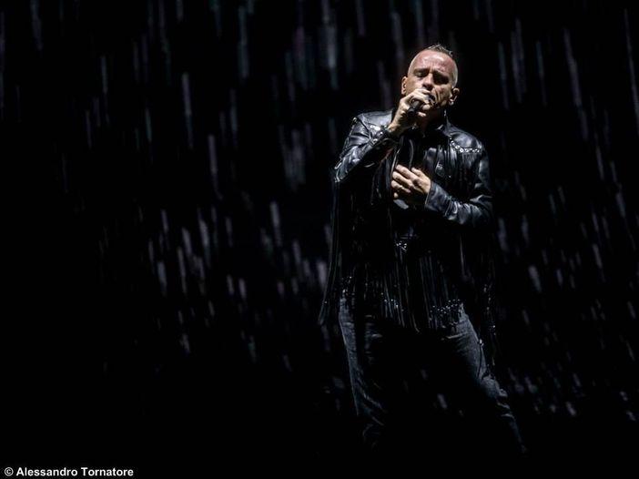 Eros Ramazzotti interrompe il tour: 'Ho dovuto farmi operare'