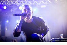Olanda, Sam Carter degli Architects ferma il concerto per fermare una molestia sessuale - VIDEO