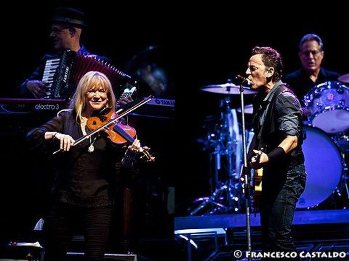 Patti Scialfa posta minivideo di Bruce Springsteen in studio. Le ipotesi