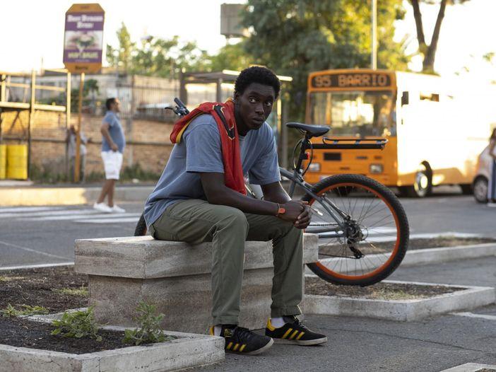 """""""Zero"""", la serie che racconta la periferia milanese con la trap e il rap"""