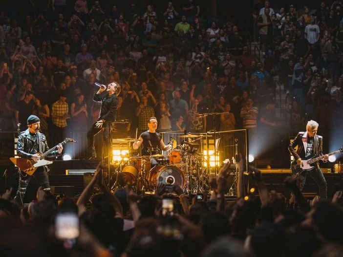 U2, concerto intimo all'Apollo Theater di Harlem con una scaletta speciale - VIDEO