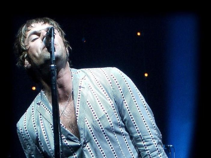 Liam Gallagher scrive su Twitter: 'Oasis'
