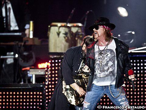 Guns N' Roses, Richard Fortus rivela: 'Stiamo lavorando su nuovo materiale'