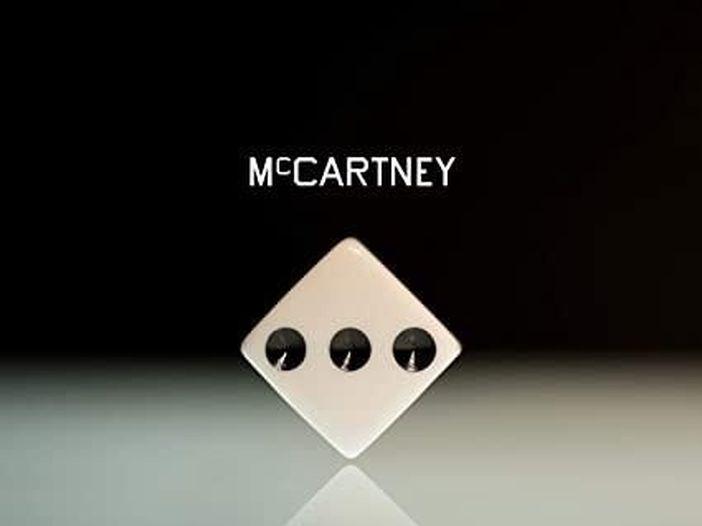 Paul McCartney: ascolta le due versioni (una inedita e una rimasterizzata) di 'Dear Friend', il brano ispirato a John Lennon