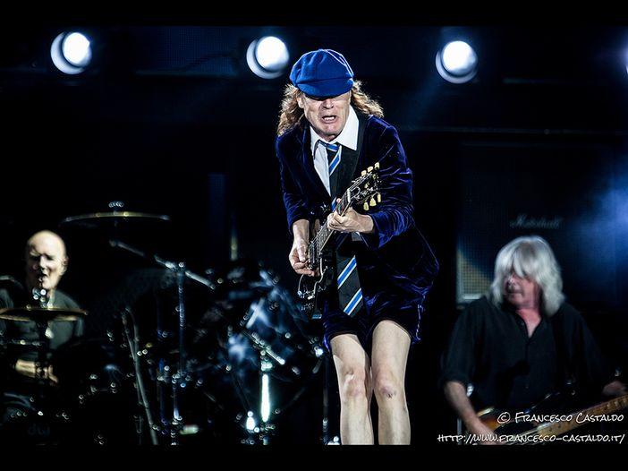 """AC/DC: dopo oltre 35 anni eseguono """"Given the dog a bone"""" dal vivo...e non solo - VIDEO"""