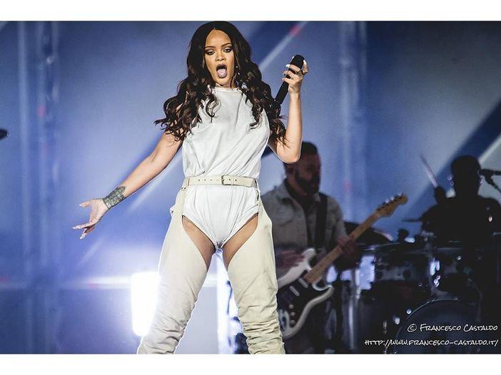 """Drake premia Rihanna agli MTV Video Music Awards e confessa: """"La amo da quando ho 22 anni"""" - VIDEO"""