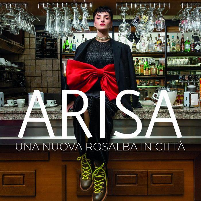 https://a6p8a2b3.stackpathcdn.com/1cHS3uTDYHaRIUYn3vY-BmpitlA=/700x0/smart/rockol-img/img/foto/upload/arisa-una-nuova-rosalba-in-cittoe-cover-album.jpg