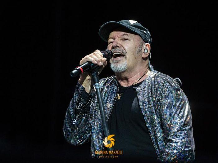 Sanremo 2020, Vasco Rossi 'benedice' l'omaggio di Junior Cally e Viito. Video