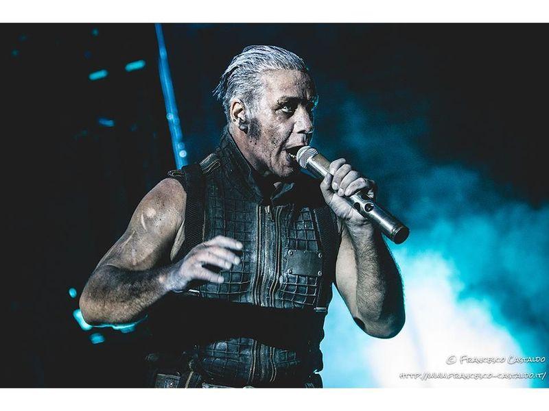 Rammstein, Till Lindemann pubblica un libro di foto e poesie dedicate all'Amazzonia