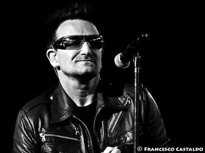 Bono e Chris Martin cantano 'One for My Baby' al 'Jimmy Kimmel Live!' – e c'è anche Sean Penn – VIDEO