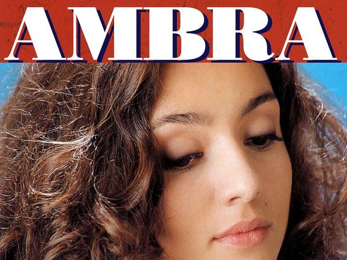 Ambra Angiolini torna a cantare: esce la nuova versione di 'Io, te, Francesca e Davide' in duetto con Syria