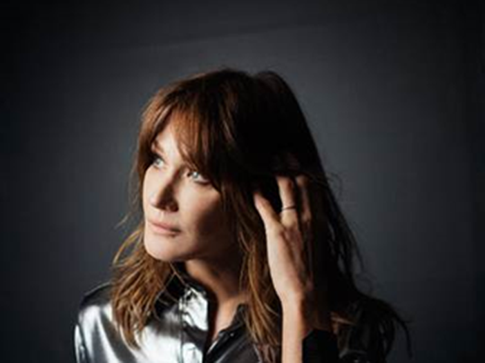 Carla Bruni torna alla musica: una cover di 'Enjoy the silence', poi l'album - ASCOLTA