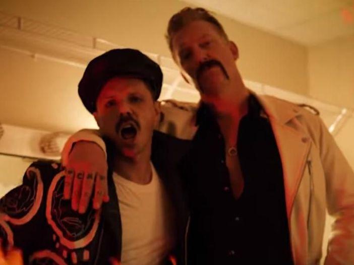 Jake Shears (Scissor Sisters): guarda il nuovo video (con Josh Homme dei QOTSA) di 'Big Bushy Mustache'
