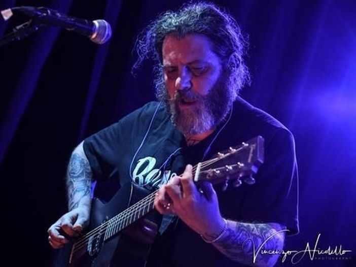 """Carmelo Pipitone suona per Rockol il nuovo brano """"Le Mani di Rodolfo"""""""