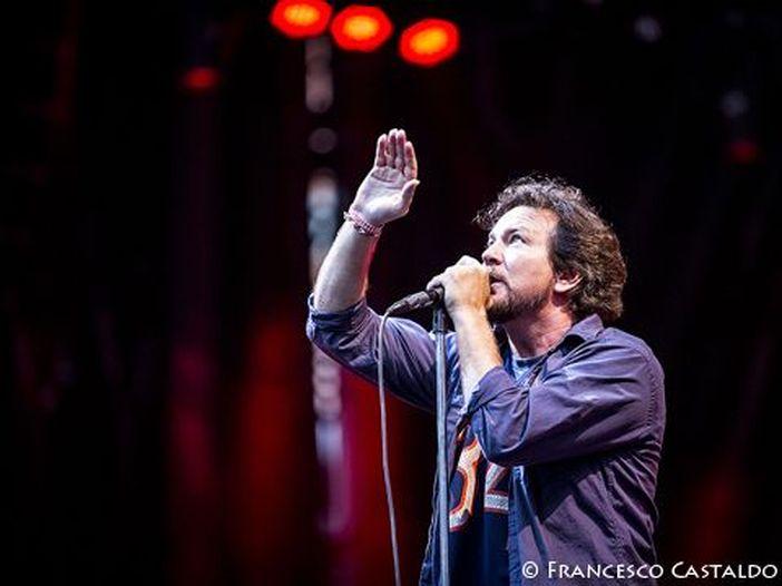 Pearl Jam, donati 70mila dollari per pagare le spese mediche a un uomo che 15 anni fa salvò la vita a Eddie Vedder