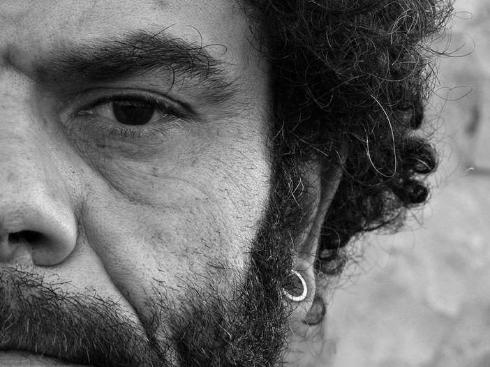 """Vinicio Capossela presenta il cast dello Sponz Fest: Marco Detto. E Rockol regala biglietti per la """"Notte d'Argento"""" di Vinicio del 29 agosto: ecco come fare."""