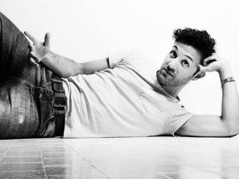 Maurizio Chi debutta con 'Non te la tirare': 'Ironizzo sui tipi da spiaggia'