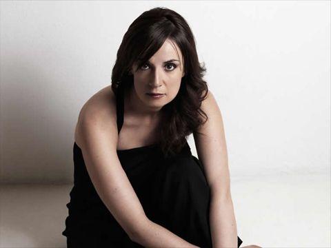 """Cristina Donà, un nuovo singolo anticipa l'album """"Così vicini"""""""