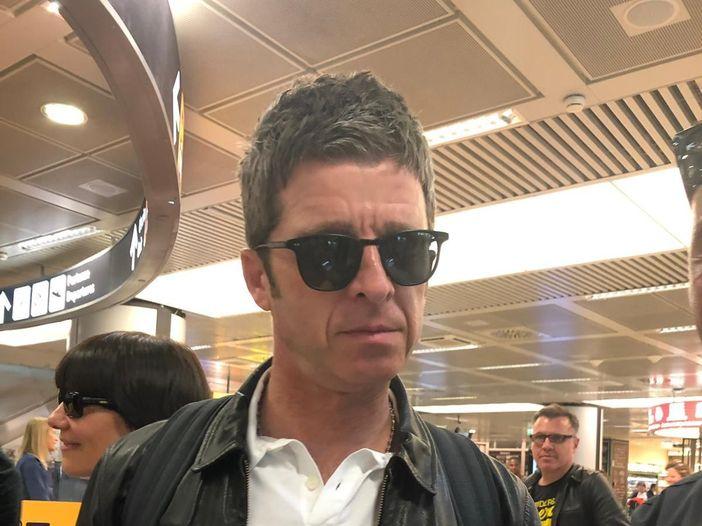 """Noel Gallagher: """"Per 100 milioni di sterline, ok alla reunion degli Oasis"""""""