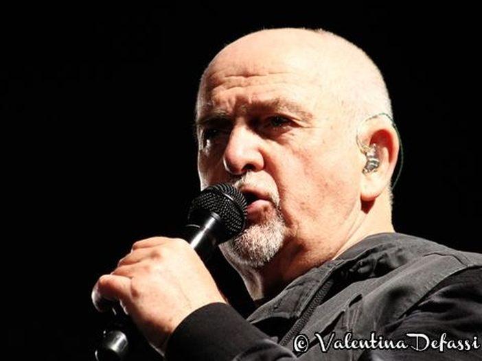 Peter Gabriel si toglie la maschera e rinasce a nuova vita