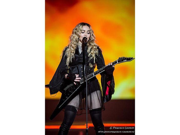 Si intitola 'Hung up' il nuovo singolo di Madonna