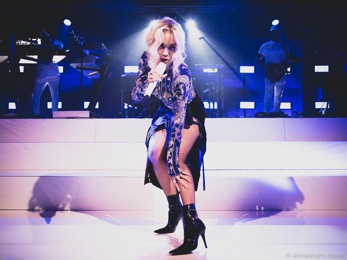 """Rita Ora, selvaggio corpo a corpo con Chris Brown nel video di """"Body on me"""" - GUARDA"""