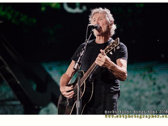 "Roger Waters canta ""Wish you were here"" per Julian Assange"