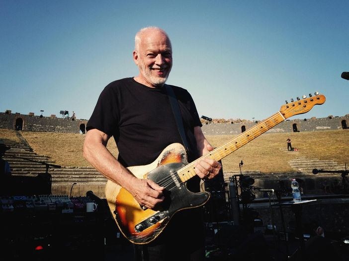 David Gilmour suona 'Albatross' dei Fleetwood Mac: è un omaggio a Peter Green