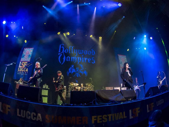 "Hollywood Vampires: esce ""Rise"", guarda il video del singolo ""Who's Laughing Now"""