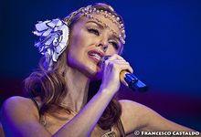 Kylie Minogue, tanti auguri a lei con tutti i suoi duetti