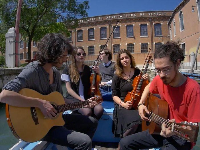 Indiemood sessions: Rupè nei canali di Venezia - VIDEO