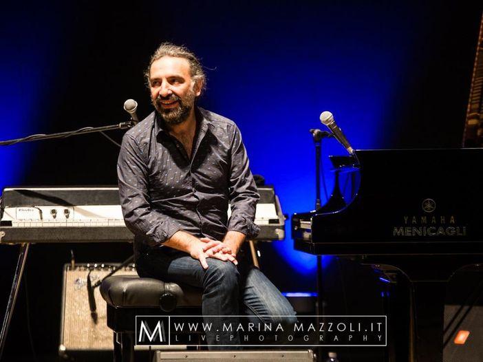 """Stefano Bollani, una curiosa intervista """"Piano e voce"""" di Remo Bassetti"""