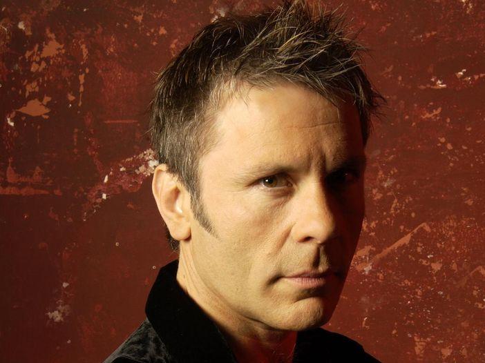 Bruce Dickinson (Iron Maiden), imprenditore gentiluomo: paga gli arretrati di tasca sua ai dipendenti