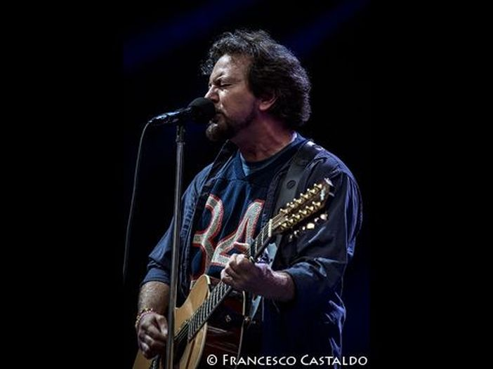 Eddie Vedder: parte il tour solista da Amsterdam con uno show tutto per Chris Cornell - VIDEO