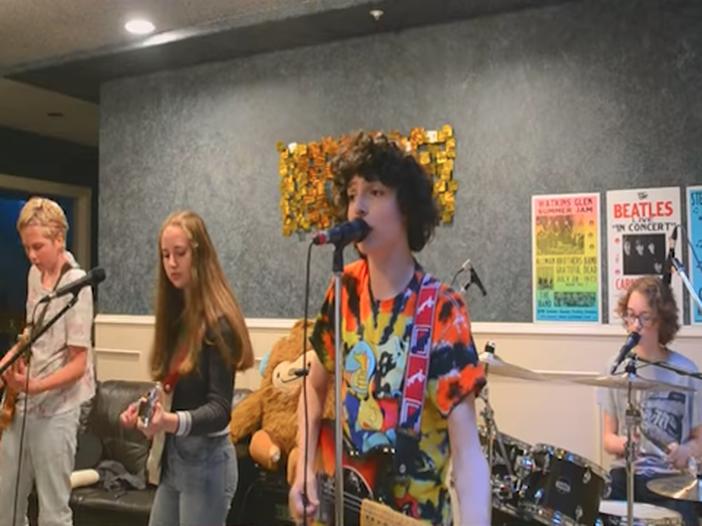 'Stranger things': in attesa della terza stagione Finn Wolfhard debutta insieme ai suoi Calpurnia con il singolo 'City boy' - ASCOLTA