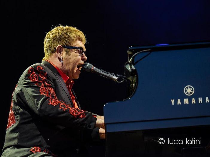 Elton John annulla il tour estivo, anche la data ad Hyde Park
