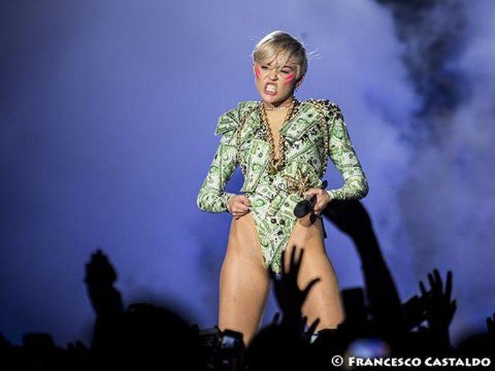 Miley Cyrus, una popstar senza veli e senza peli... sulla lingua: alcune provocazioni indimenticabili