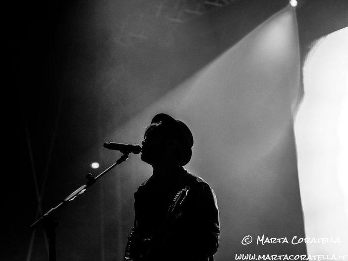 Fabrizio Moro, a marzo esce il nuovo album e parte un tour teatrale