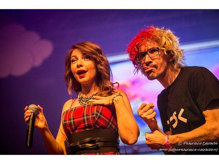 Cristina D'Avena e Vladimir Luxuria. Carletto dopo la battuta: 'Non mi scuso'
