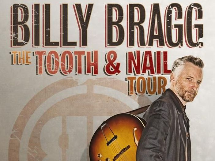 "Billy Bragg trasforma ""The times they are a-changin'"" di Bob Dylan in un inno anti Donald Trump"