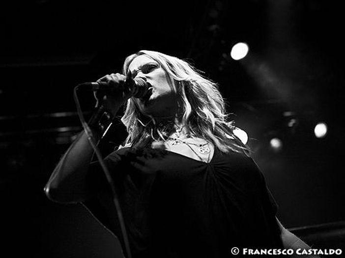 Huntress: addio alla cantante Jill Janus