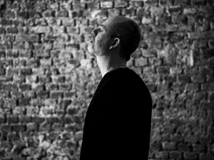 """Il """"Black hole sun"""" di Fabrizio Paterlini: la versione inedita per Beyond The Piano"""