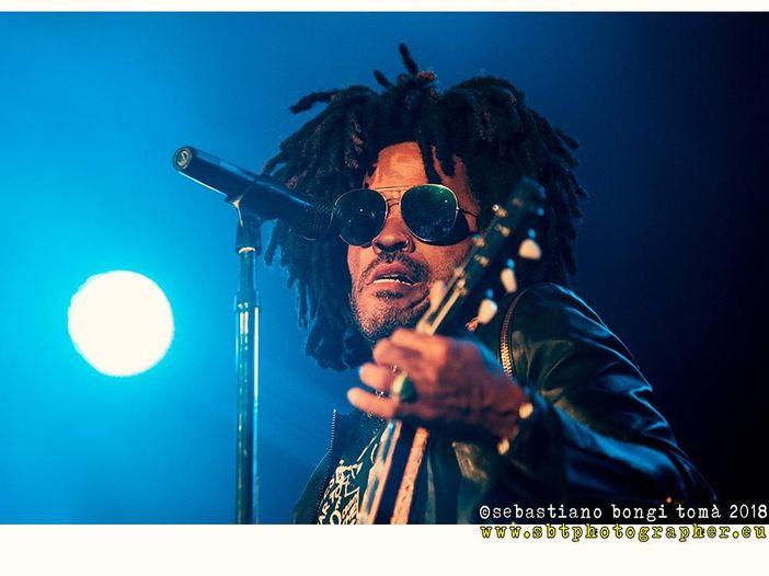 Lenny Kravitz al Lucca Summer Festival: la recensione del concerto. VIDEO, FOTO, SETLIST