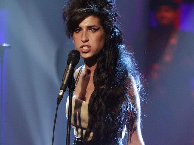 Nove anni fa, Amy Winehouse: 10 canzoni che raccontano la sua storia
