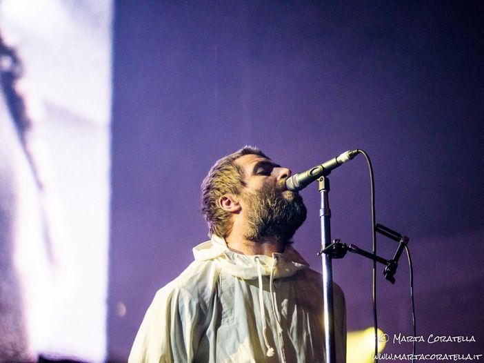 """Guarda Liam Gallagher che canta """"Wonderwall"""", pardon """"Wonderwash"""" e non solo..."""